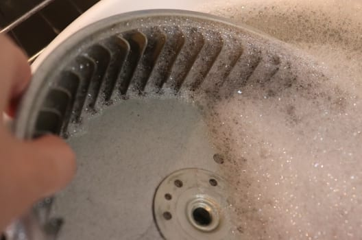家の換気扇は外せないタイプ?シロッコファンの外し方・掃除方法